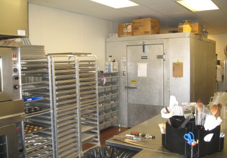 Low Rent Catering/Commercial Kitchen and Bakery
