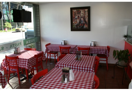 HEART OF ENCINO PIZZA AND PASTA WITH OUTDOOR SEATING