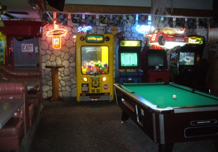 Popular Neighborhood Sports Bar For Sale