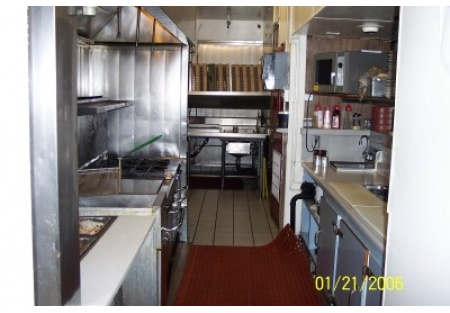 RESTAURANT FACILITY EXCELLENT VALUE NEEDS NEW CONCEPT