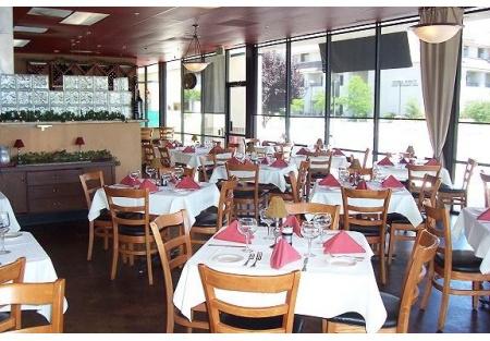 Full Service White Table Cloth Italian Restaurant in Popular Roseville Area