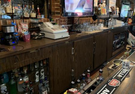Restaurant & Bar - Hard Liquor - Plenty of Parking - New Lease