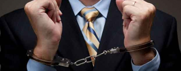 IRS Agent Arrested while Trying to Bribe Police Officers